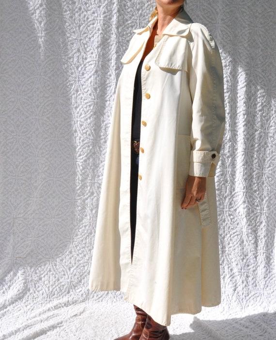 Vintage White Trench Coat    1970s Jacket Long Ra… - image 2