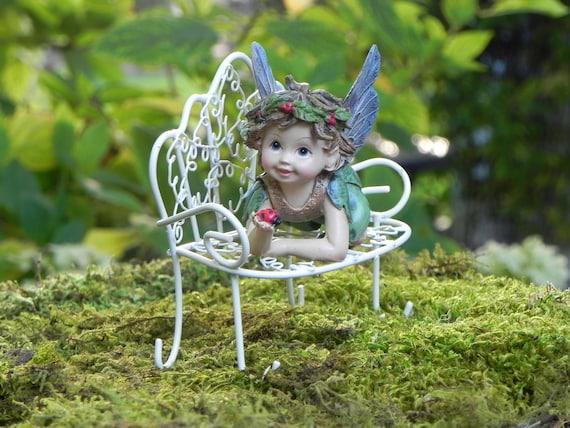 Merveilleux Fairy Garden Fairy Figurine With Ladybug Laying Down Fairies | Etsy