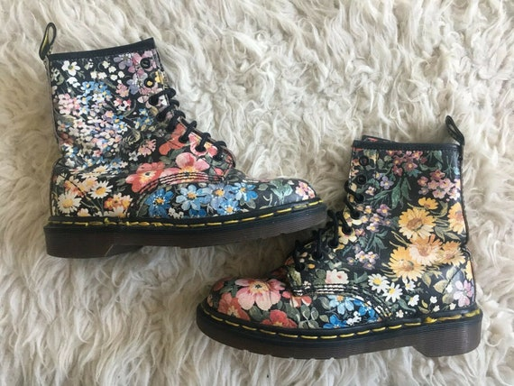 Size 5 used Dr martens floral boots
