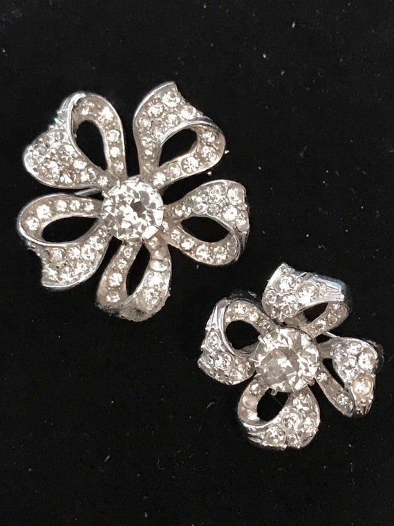 A lovely Pair of vintage Christian Dior Designer Brooches look like mini Eisenberg