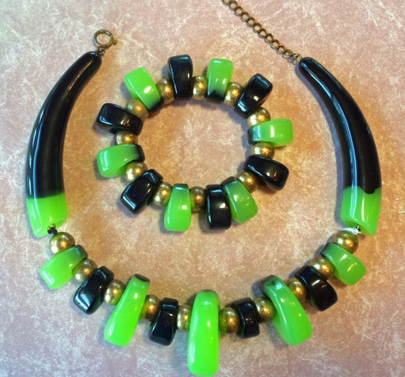 Incredible Designer Resin necklace  stretchy bracelet  - 1980's  Ugo Correani