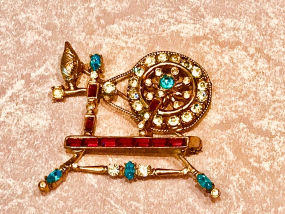 Coro Spinning Wheel Adolph Katz 1948 Figural Brooch Pin