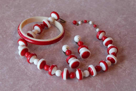 Cute Vintage Plastic Parure, Red and White