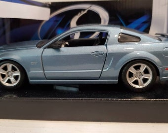 Ford Mustang Sports Car Die Cast GT 2006 Special Edition Maisto Like New in Box 1:24 Scale Showcase Gift For Him Powder Blue Automobile