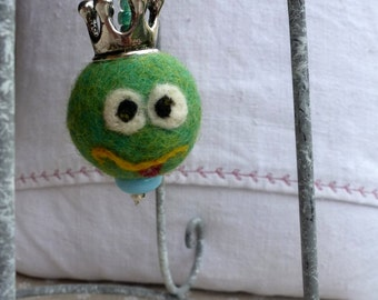 The Frog snogged .... keychain Frog King