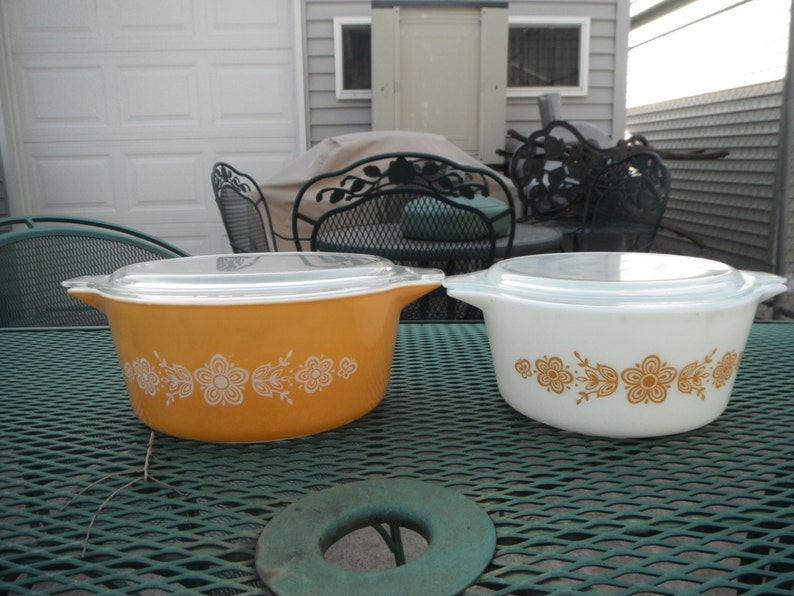Pyrex Butterfly Gold 474 and 475 With Lids