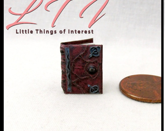 1:24 Scale Book HOCUS POCUS SPELL Book Dollhouse Miniature Illustrated Spell Book Magic Wizard Witch Gypsy Potter Wizard Witch