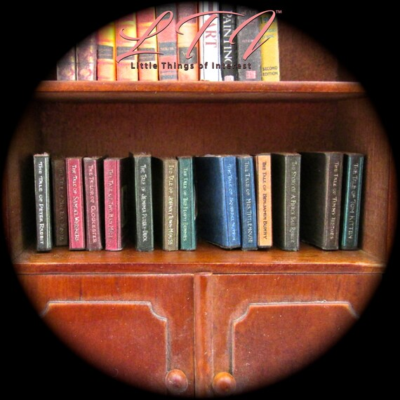 1:12 SCALE MINIATURE BOOK BEATRIX POTTER THE TALE OF MRS TITTLEMOUSE