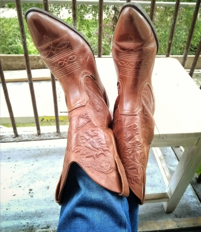 732d39279f9 Vintage WRANGLER Mens Boots Size US 11 Camel Brown Pointy Toed Genuine  Leather Cowboy Western Shoes Carved Tooled Three Horses Aztec Pattern