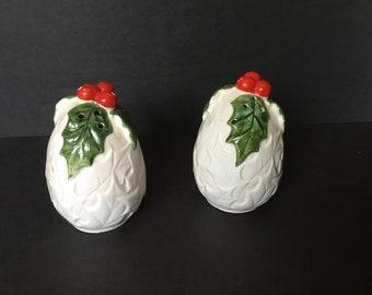 RARE 825 Vintage Lefton White Holly Berry Salt /& Pepper Shakers