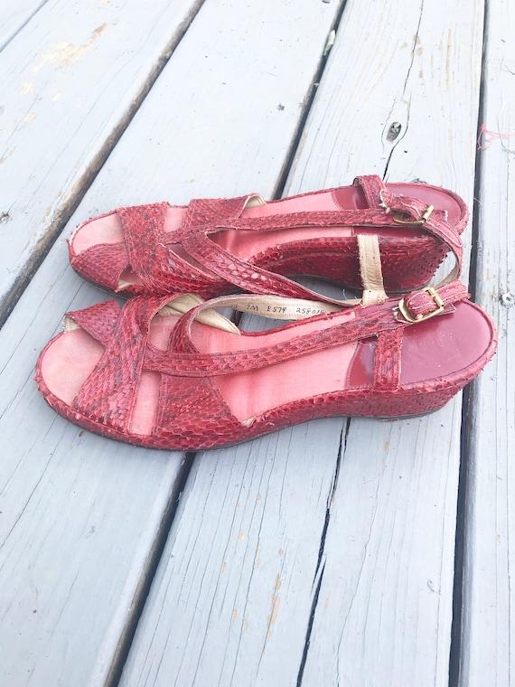 Vintage 1940s Wedge Sandals - Red Snake Skin Size… - image 5