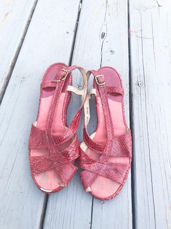 Vintage 1940s Wedge Sandals - Red Snake Skin Size… - image 2