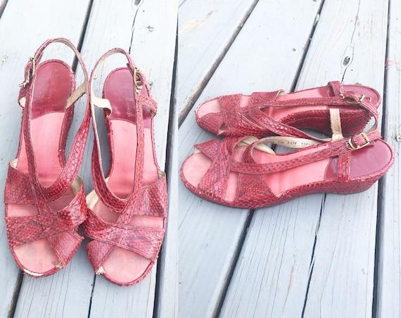 Vintage 1940s Wedge Sandals - Red Snake Skin Size… - image 1