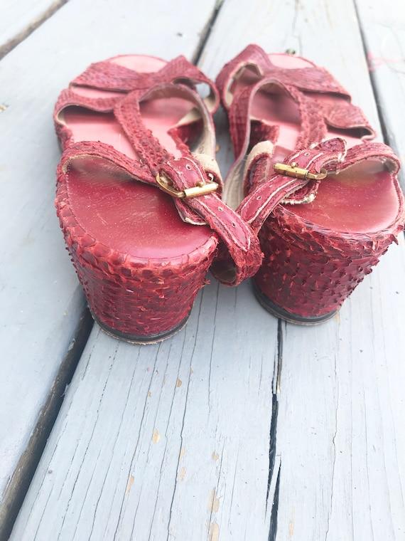 Vintage 1940s Wedge Sandals - Red Snake Skin Size… - image 6