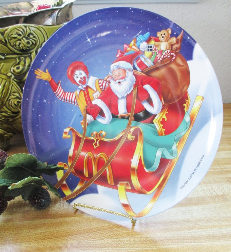 Mcdonalds Christmas Eve Hours.Vintage Mc Donalds Christmas Plate With Ronald Mcdonald And Santa On The Christmas Eve Flight Estate Find A Must For Cookies