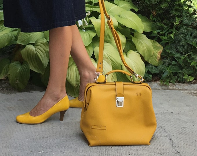 Gladstone Bag. Leather doctor bag, Metal framed doctor bag, Yellow Bag, Yellow Leather Bag, Yellow doctor bag, Mary Poppins Bag