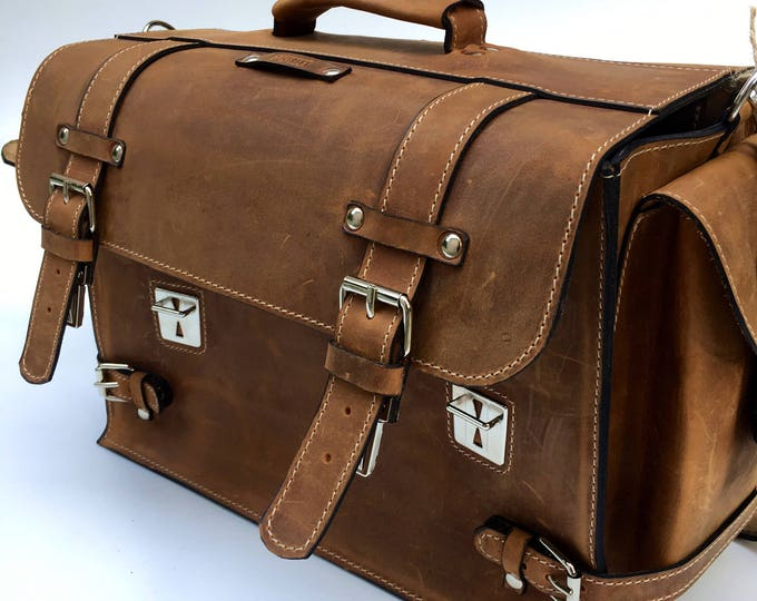 17 inches laptop 3 access in briefcase, Complex organizer Bag, Messenger Bag, Doctor bag, Multi compartmented bag, Organizer