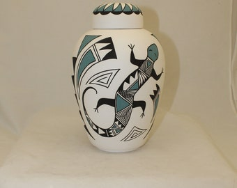 Native American Lizard design Adult Cremation Urn, Large Jar with Lid, Large Urn for Ashes, Art Pottery, Handmade