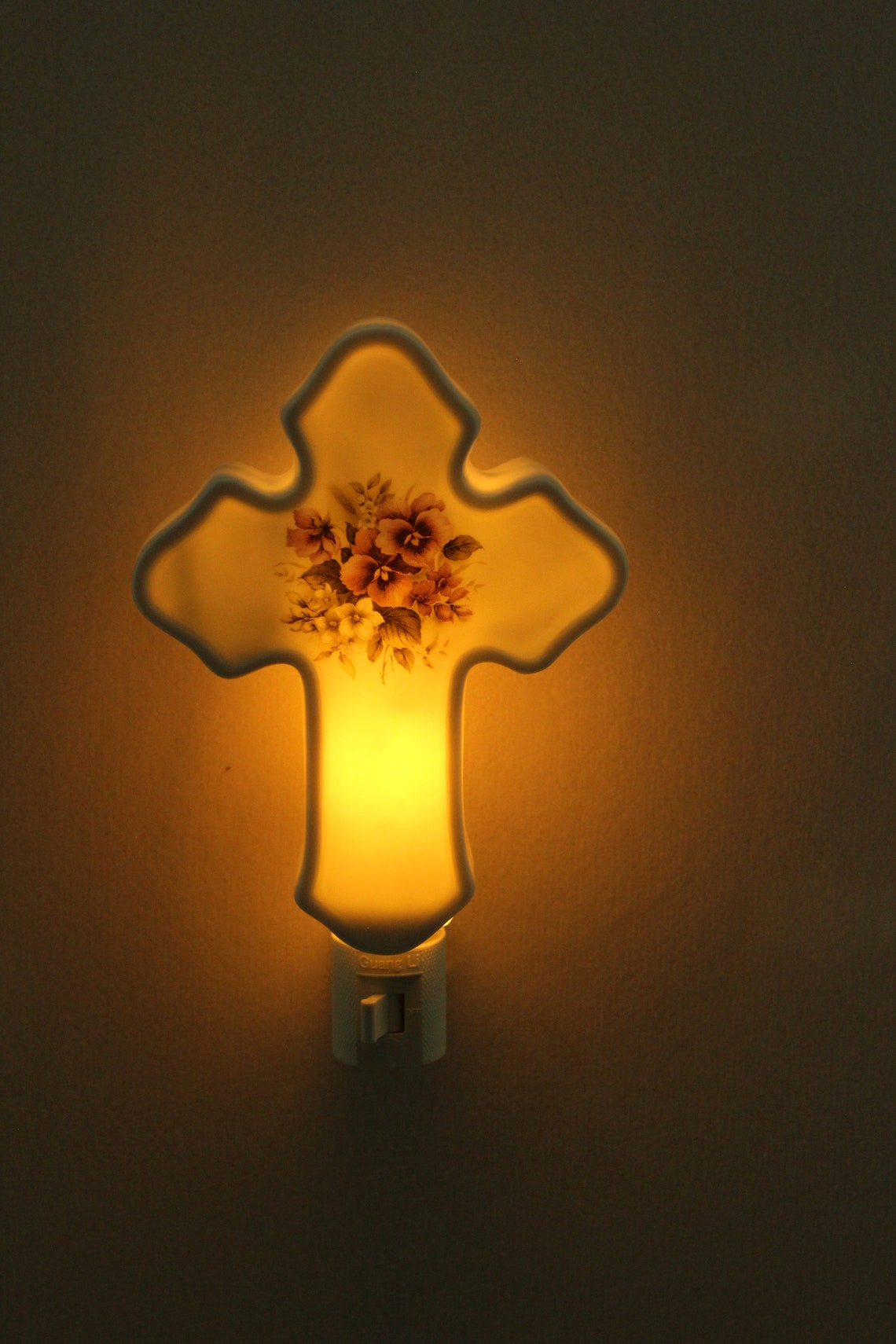 Purple Pansy Memorial Cross Night Light, Remembrance of Loved One, Porcelain Night Light, Memorial Gift - Eclairage