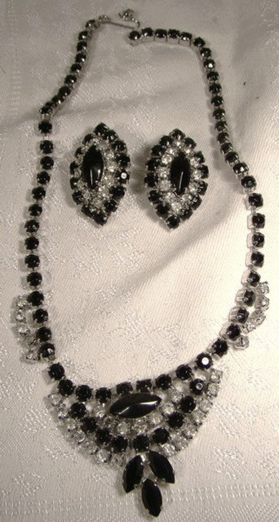 Black and White Rhinestones Necklace & Earrings Se