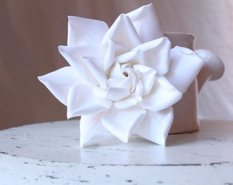 Gardenia hair flower. Hair clip polymer clay flower for wedding. White Gardenia on alligator clip.