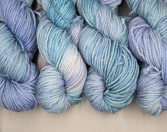 Worsted Weight Yarn / Sky Blue with Pastel Purple and Pink Shades (100% Superwash Merino Wool) Hand Dyed / Sisu