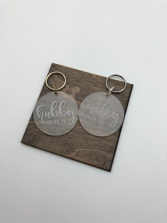 Hubby and Wifey Etched Keychain, Anniversary Keychain, Important Date, Wedding Gift, Valentine's Gift, Couple Gift, Etched Keychain