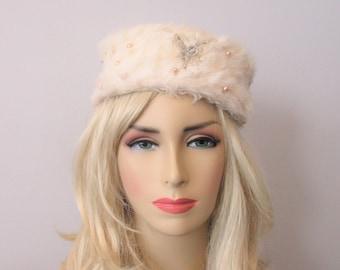 11652dbb8d580 Faux Fur Pillbox Hat Vintage 1950s White Beaded Faux Pearls Lucite Star