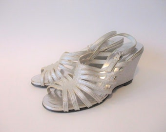 d0cbf44acfaa Silver Strappy Wedge Sandals Vintage 1970s Silver Metallic Passports  Italian DiScarla Open Toe Wedding Party Prom Special Occasion