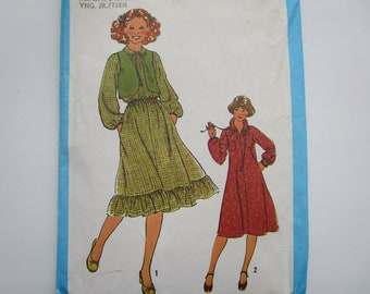 1971 Simplicity Pattern 9825 for Peasant Dress Style Wedding and Bridesmaids/' Gowns Size 12 Uncut