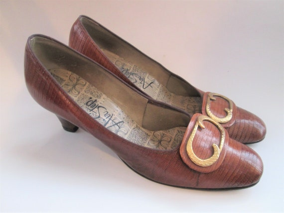 Vintage 1940s Pumps Shoes Heels Brown Embossed Lea