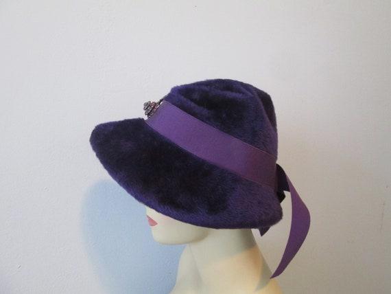 Cloche Hat Vintage 1940s Purple Plush Velour Rhin… - image 6