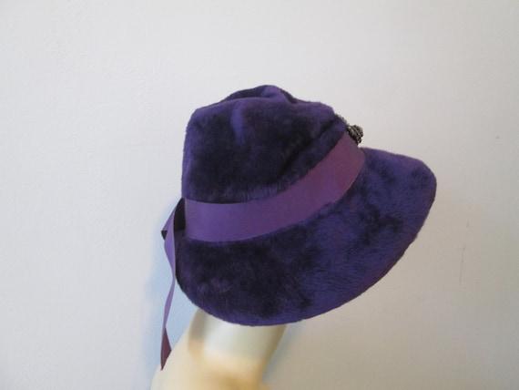 Cloche Hat Vintage 1940s Purple Plush Velour Rhin… - image 4