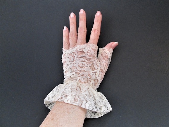 Fingerless Lace Glove Vintage 1980s Off White Ruff