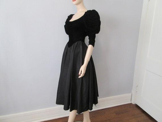 Vintage 1980s Party Prom Dress Black Velvet Aceta… - image 6