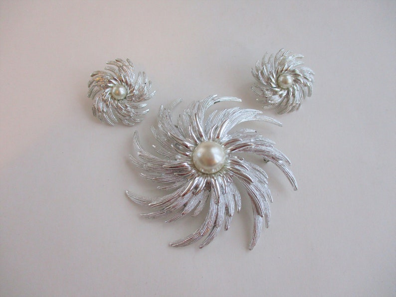 SARAH COVENTRY Atomic Swirl Brooch Clip Earrings Vintage 1950s Silver Plate Faux Pearl Cabochon Costume Jewelry Set