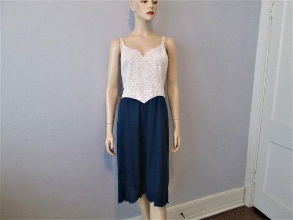 VANITY FAIR Nylon Full Dress Slip Vintage 1960s Wh
