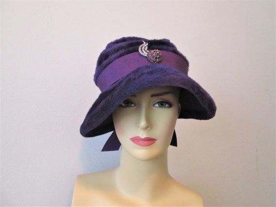 Cloche Hat Vintage 1940s Purple Plush Velour Rhin… - image 2