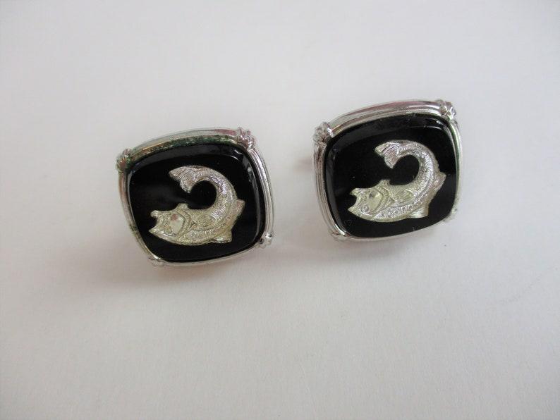 Intaglio Glass Fish Cuff Links Tie Clip Vintage 1960s Mens Unisex Jewelry Set Black Silver Plate