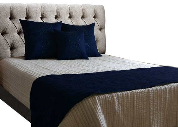 coussin bleu marine ensemble couette couvre lit chemin etsy. Black Bedroom Furniture Sets. Home Design Ideas
