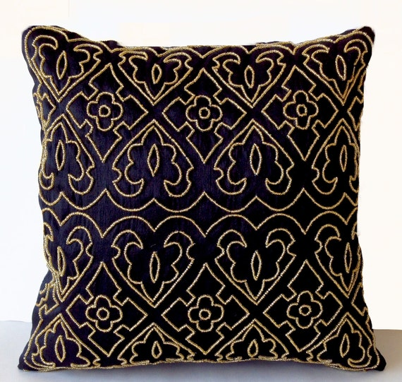 black pillow covers black and gold accent pillows cushion etsy. Black Bedroom Furniture Sets. Home Design Ideas