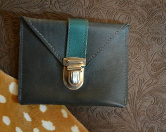 "Coin door card ""Simon"" in green and black leather"