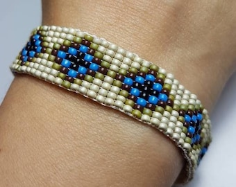 Beads bracelet, adjustable with high quality Japanese beads, and silver plated accessories