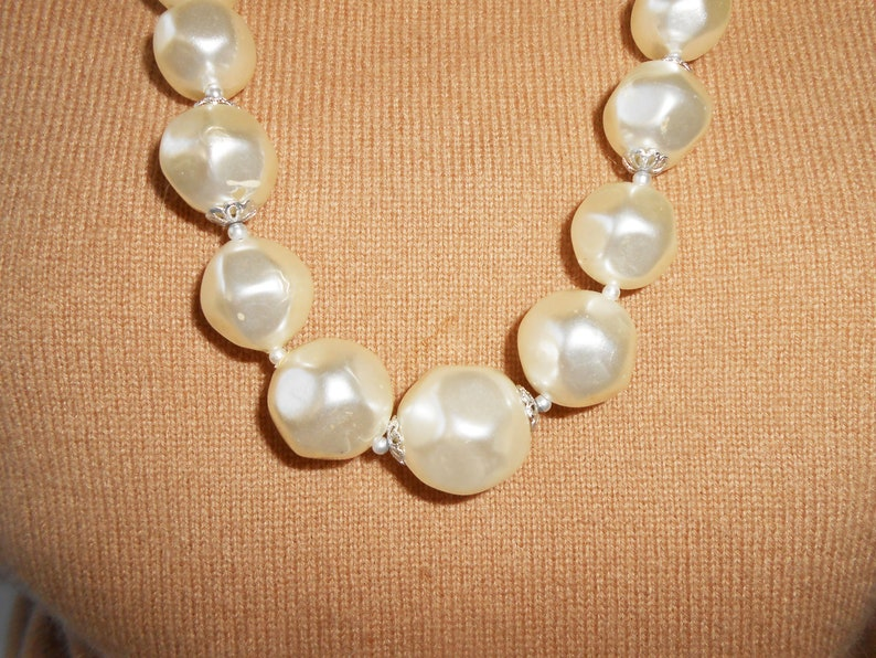 Single Strand Pearl Beads Vintage Pearl Necklace