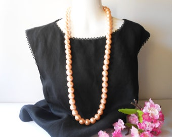 Pearl Necklace, Vintage Pearls, Peach Pearl Beads, 1970's, Costume Jewelry, Elegant Pearl Beads, Opera Length