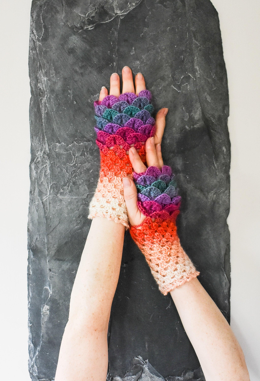 Dragon Scale Gloves Moonflower Short