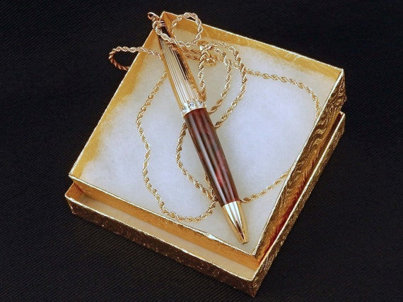 Pen Necklace in Burgundy