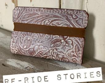 Embossed leather cardholder - white