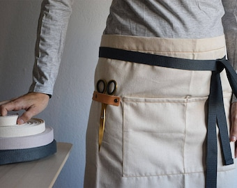 GARDEN HALF APRON. Natural Cotton apron for gardeners and florists. Black cotton with pocket and leather hooks. Resistant and durable apron