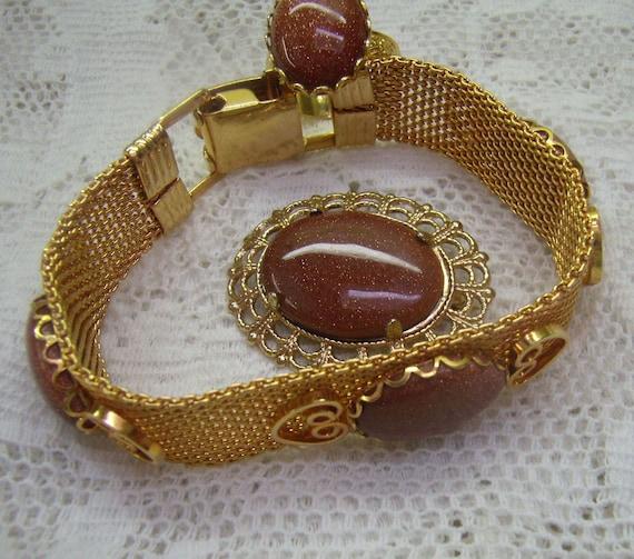 Lot 5503 Vintage Southwest Goldstone Pretty Girl Souvenir Ring in Goldtone   ....